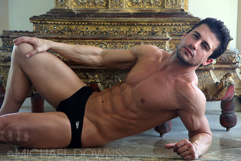 Anthony Logger: The extrovert hottie!