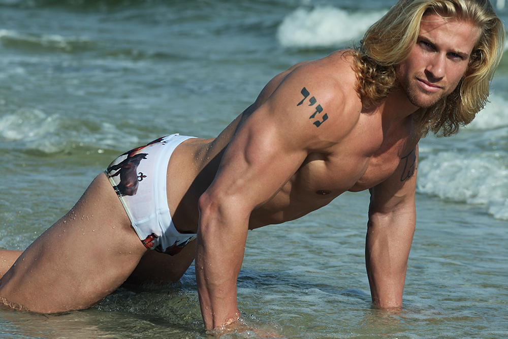 Sexy Blonde Eric Ten Brink Debuts on AAG